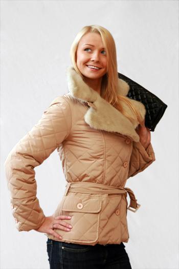... пальто стеганное шанель от ведущих.